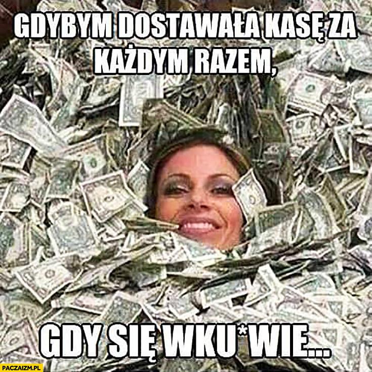Gdybym dostawała kasę za każdym razem gdy się wkurnie kobieta kąpie się w pieniądzach dolarach