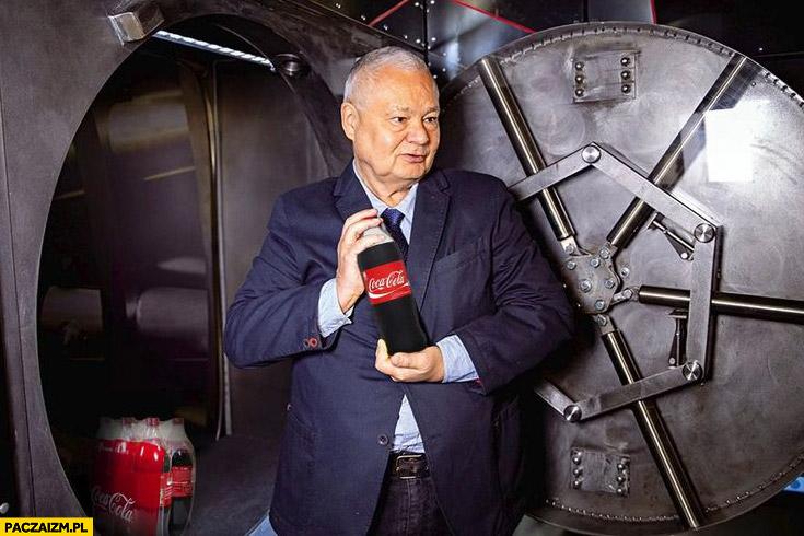 Glapiński w skarbcu NBP trzyma Coca-Colę podatek cukrowy