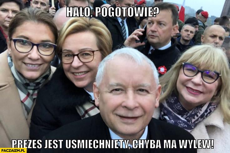Halo pogotowie prezes Kaczyński jest uśmiechnięty chyba ma wylew