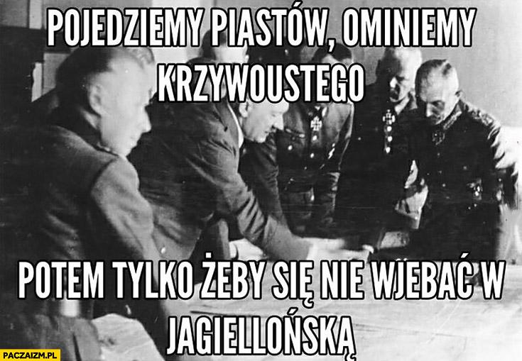 Hitler planuje na mapie korki zakorkowane miasto: pojedziemy Piastów, ominiemy Krzywoustego, potem tylko żeby się nie wjechać w Jagiellońską