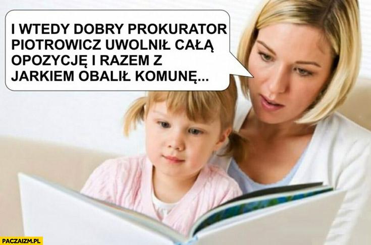 I wtedy dobry prokurator Piotrowicz uwolnił całą opozycję i razem z Jarkiem obalił Komunę. Mama czyta bajkę dziecku