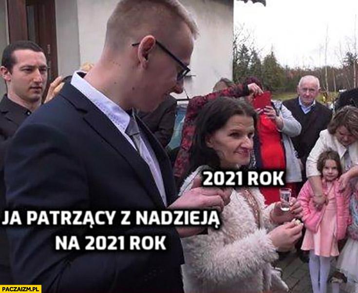 Ja patrzący z nadzieją na 2021 rok, a rok 2021 stara baba ślub