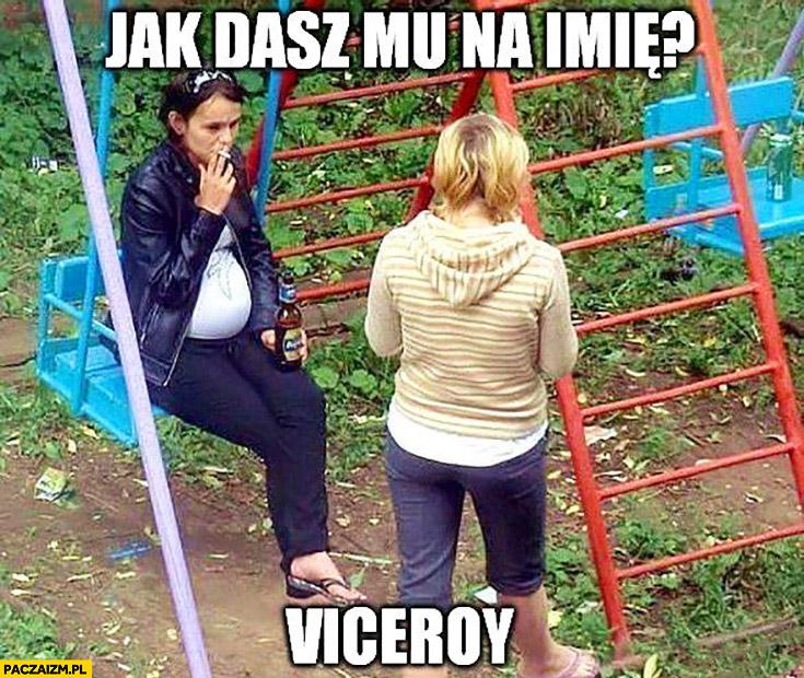 Jak dasz mu na imię? Viceroy. Kobieta dziewczyna w ciąży pali pije piwo