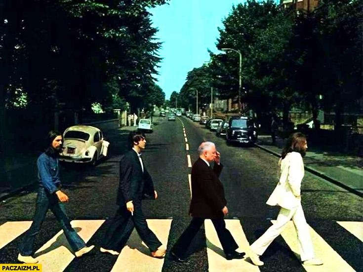 Jarosław Kaczyński przechodzi przez ulicę jezdnię okładka The Beatles Abbey Road