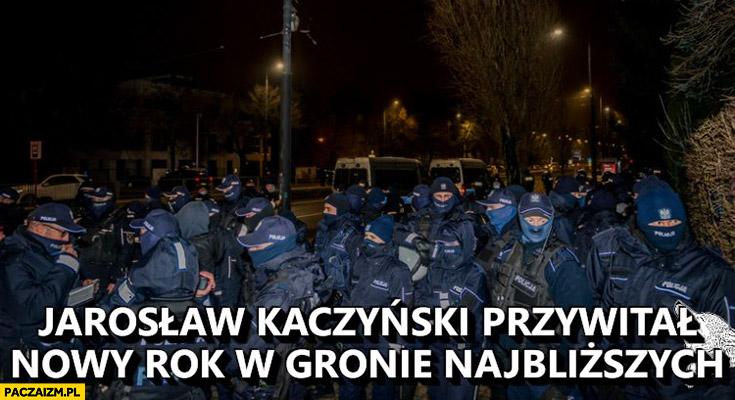 Jarosław Kaczyński przywitał Nowy Rok w gronie najbliższych policja policjanci pod domem
