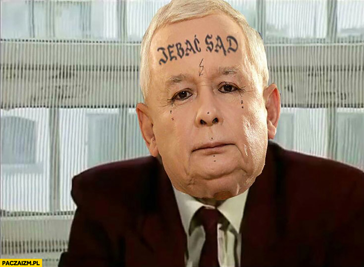 Jechać sąd Jarosław Kaczyński z tatuażem na czole