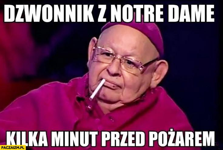 Jerzy Urban biskup z papierosem dzwonnik z Notre Dame kilka minut przed pożarem pali papierosa