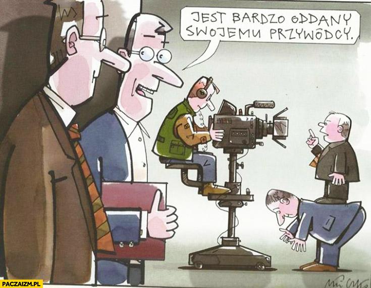 Jest bardzo oddany swojemu przywódcy. Kaczyński na plecach Błaszczaka Mleczko