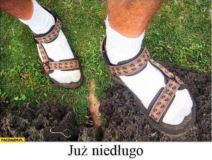 Już niedługo białe skarpetki sandały