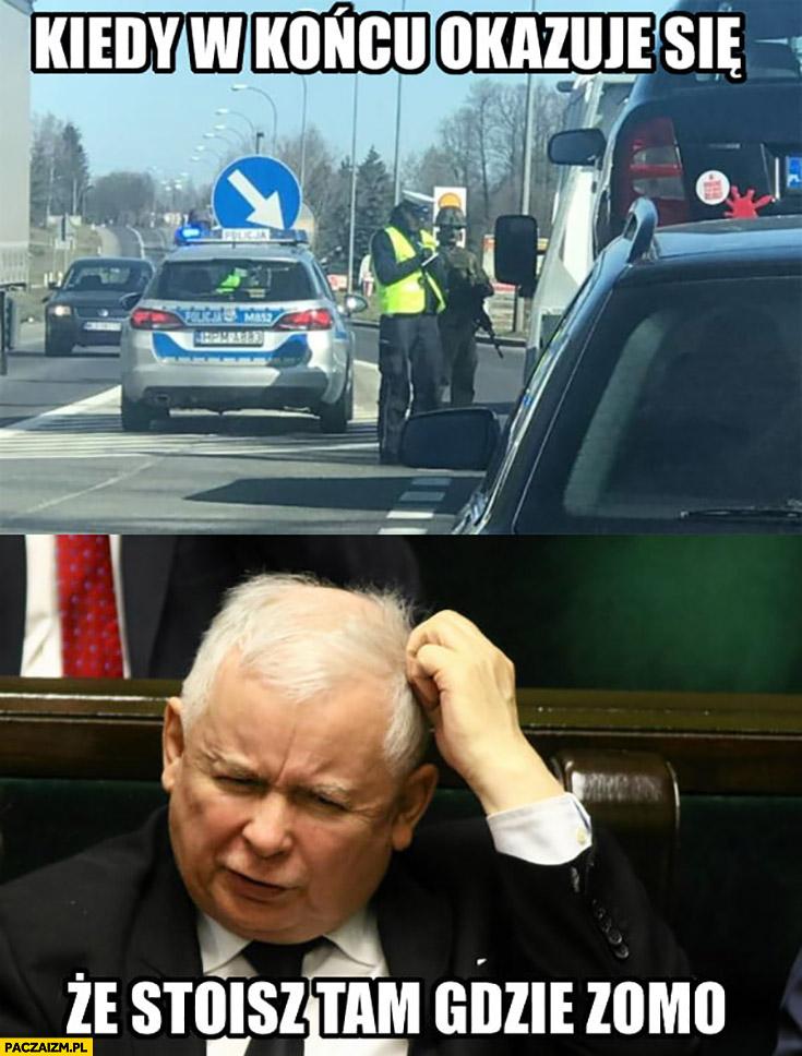 Kaczyński kiedy w końcu okazuje się, ze stoisz tam gdzie ZOMO żołnierz z karabinem na ulicy kontrola drogowa