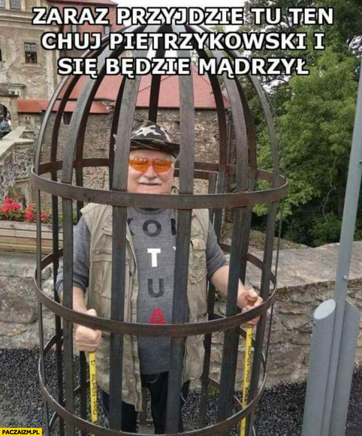 Kapitan bomba Wałęsa w klatce zaraz przyjdzie tu ten kuj Pietrzykowski i będzie się mądrzył