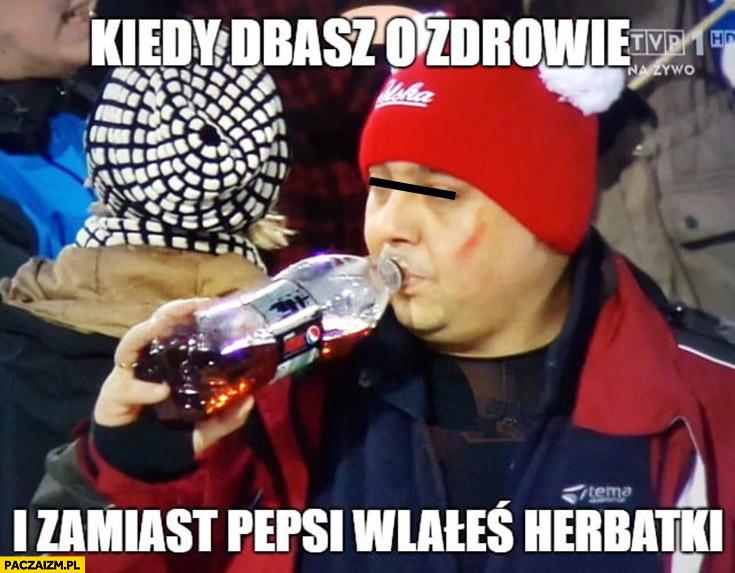 Kiedy dbasz o zdrowie i zamiast Pepsi wlałeś herbatki whisky kibic skoków narciarskich