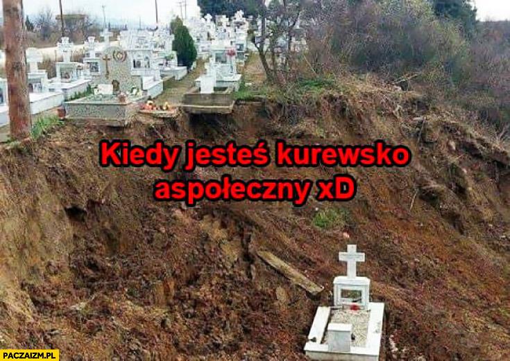 Kiedy jesteś kuresko aspołeczny grób z dala daleko od innych pozostałych na cmentarzu
