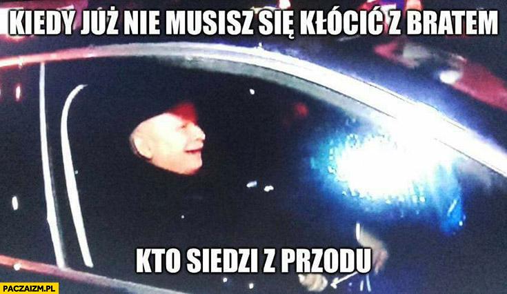Kiedy już nie musisz się kłócić z bratem kto siedzi z przodu zadowolony Kaczyński jedzie