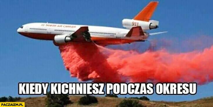 Kiedy kichniesz podczas okresu samolot zrzuca czerwony płyn