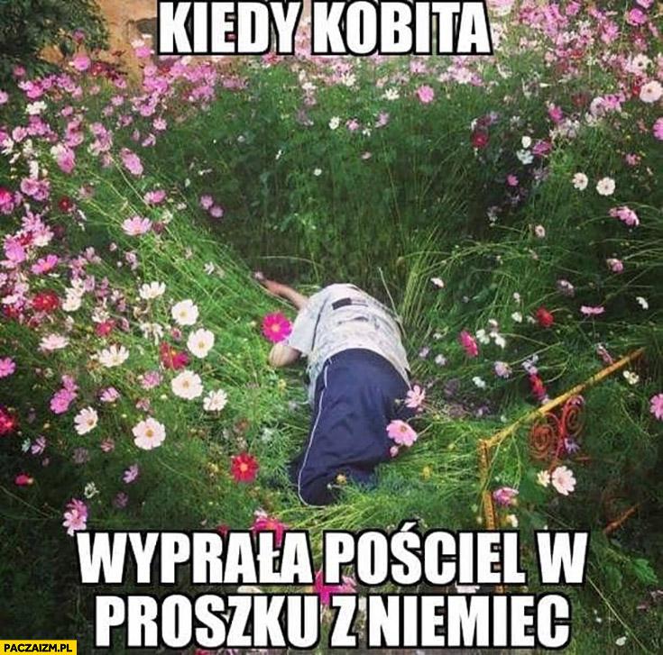 Kiedy kobita wyprała pościel w proszku z Niemiec leży śpi w kwiatkach