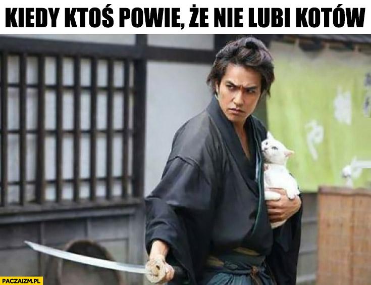 Kiedy ktoś powie, że nie lubi kotów samuraj ninja z kotem broni kota