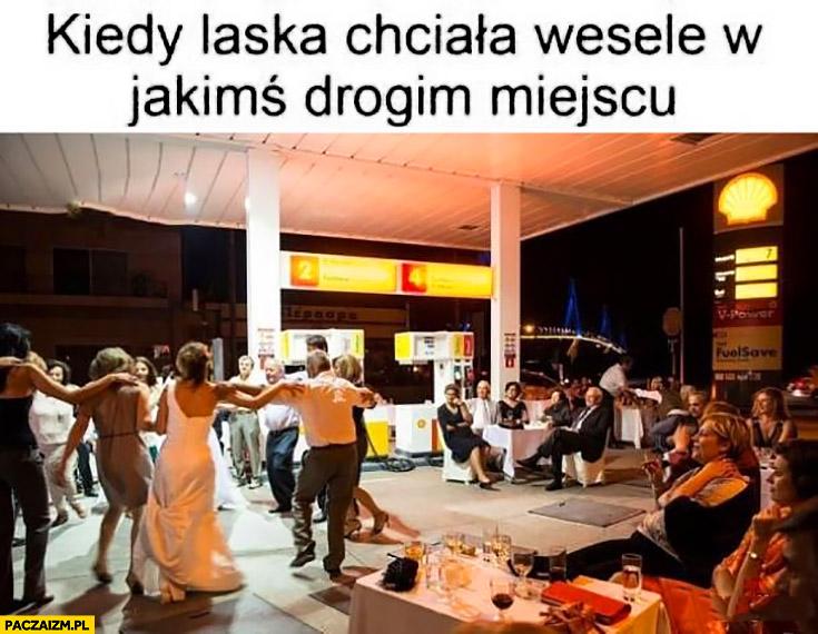 Kiedy laska chciała wesele w jakimś drogim miejscu stacja benzynowa