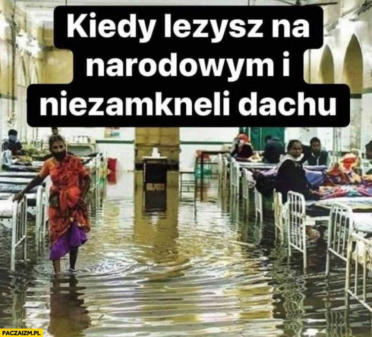 Kiedy leżysz na narodowym i nie zamknęli dachu powódź zalany woda po kostki