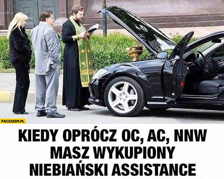 Kiedy oprócz ubezpieczenia OC, AC, NNW masz wykupiony niebiański asisstance ksiądz święci auto samochód
