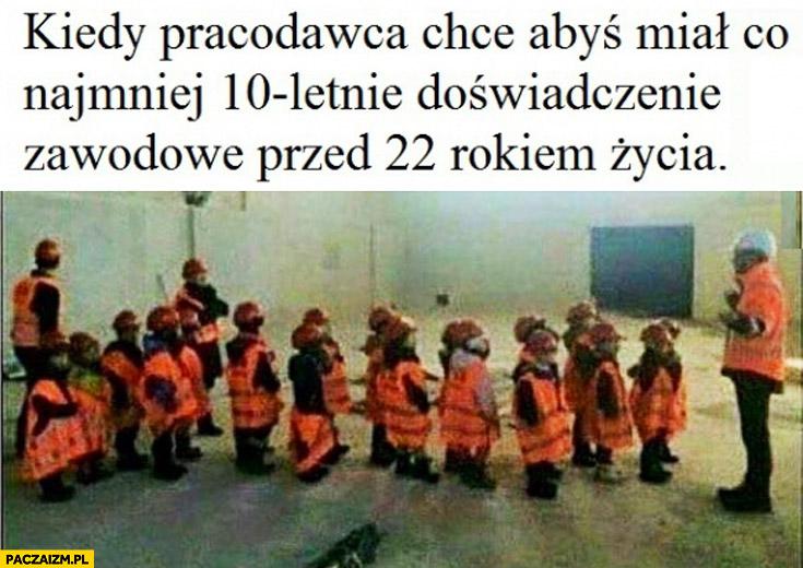 Kiedy pracodawca chce żebyś miał co najmniej 10-letnie doświadczenie zawodowe przed 22 rokiem życia dzieci w uniformach