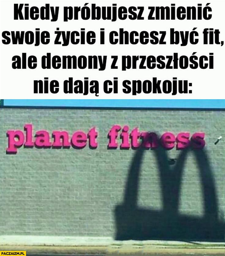 Kiedy próbujesz zmienić swoje życie i chcesz być fit ale demony z przeszłości nie dają Ci spokoju cień loga McDonald's na szyldzie siłowni