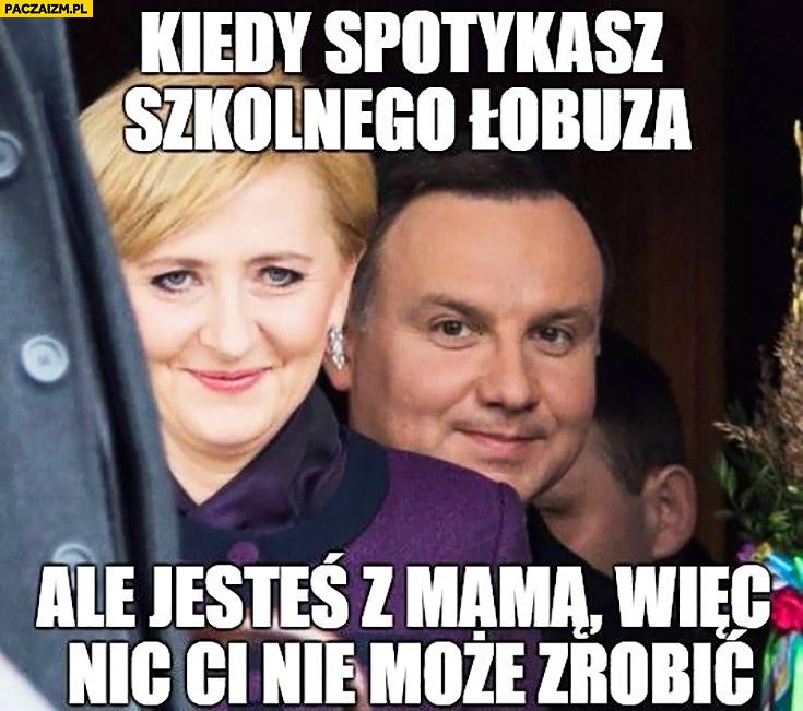 Kiedy spotykasz szkolnego łobuza ale jesteś z mamą więc nic Ci nie może zrobić Andrzej Duda z żoną