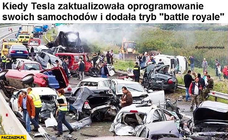 """Kiedy Tesla zaktualizowała oprogramowanie swoich samochodów i dodała tryb """"Battle royale"""". Karambol wielki wypadek na autostradzie"""