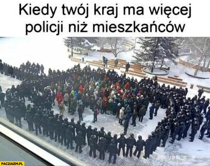 Kiedy Twój kraj ma więcej policji niż mieszkańców otoczeni przez policjantów