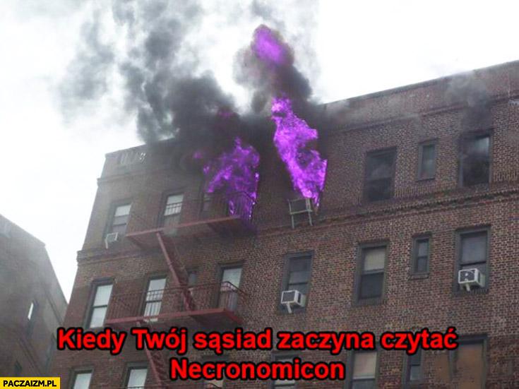 Kiedy Twój sąsiad zaczyna czytać Necronomicon pożar fioletowe płomienie