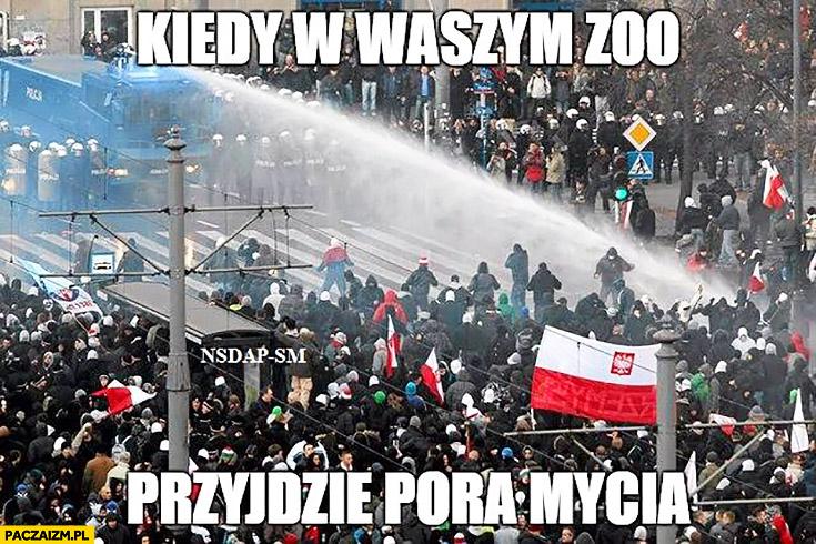 Kiedy w waszym zoo przyjdzie pora mycia armatka wodna kibice marsz protest tłum