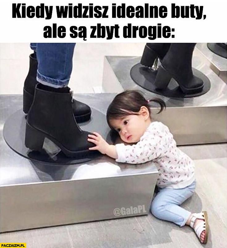 Kiedy widzisz idealne buty ale są zbyt drogie dziecko patrzy dotyka