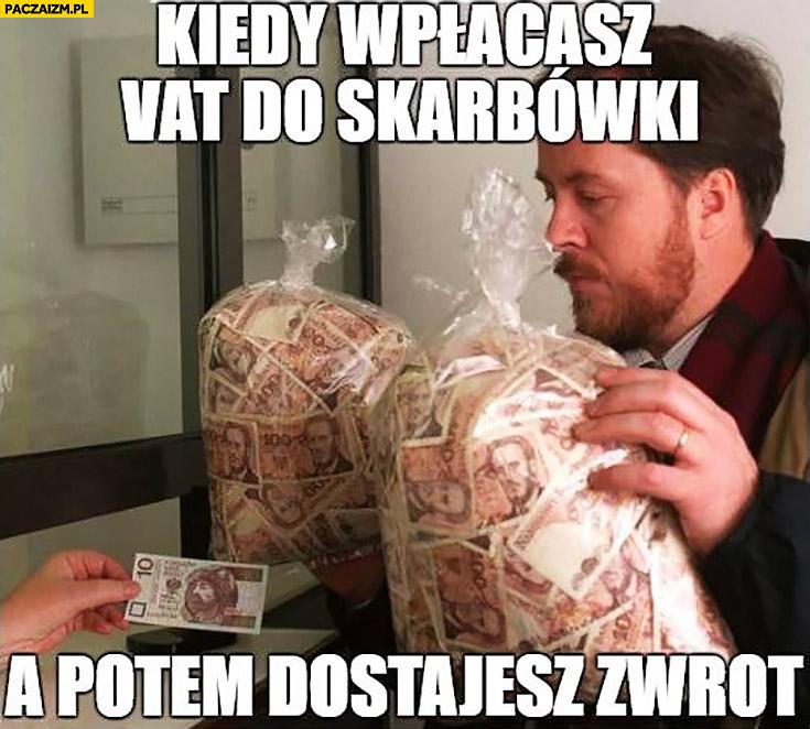 Kiedy wpłacasz VAT do skarbówki a potem dostajesz zwrot worki z pieniędzmi banknot 10zł