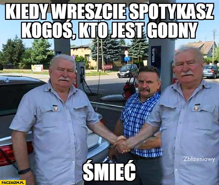 Kiedy wreszcie spotykasz kogoś kto jest godny śmieć. Lech Wałęsa wita się sam ze sobą