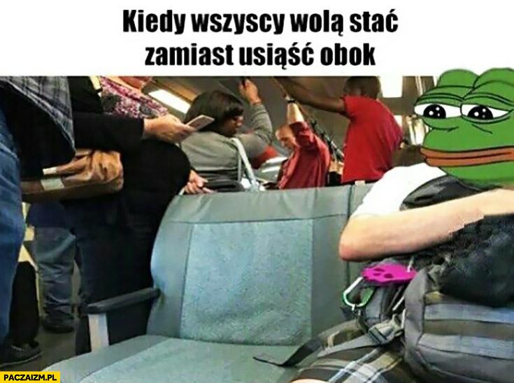 Kiedy wszyscy wolą stać zamiast usiąść obok ciebie smutna żaba