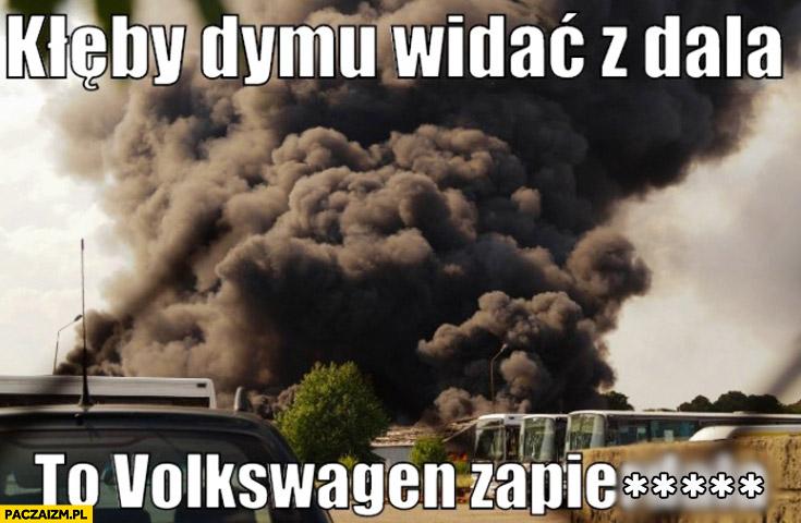 Kłęby dymu widać z dala to Volkswagen