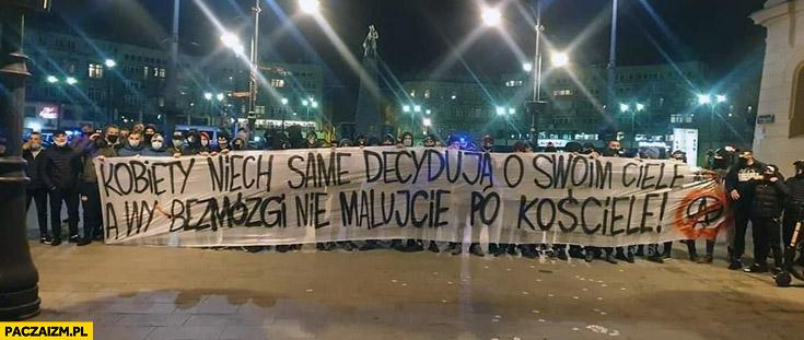 Kobiety niech same decydują o swoim ciele a wy bezmózgi nie malujcie po kościele transparent Łódź