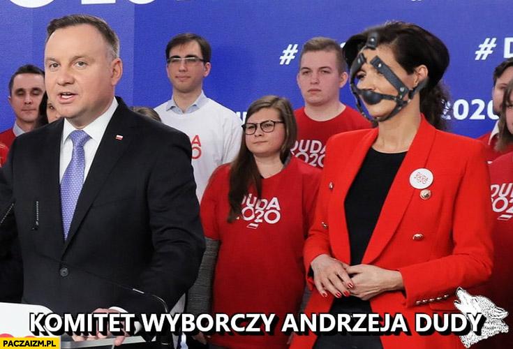 Komitet wyborczy Andrzeja Dudy szefowa kampanii z maską żeby nie gryzła