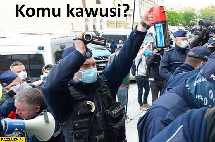 Komu kawusi policjant z gazem na strajku przedsiębiorców