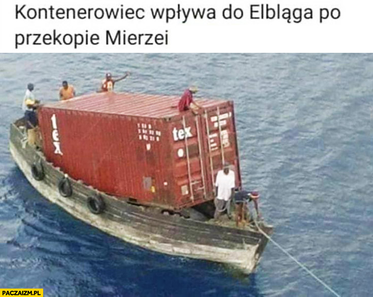 Kontenerowiec wpływa do Elbląga po przekopie mierzei Łódź rybacka z kontenerem