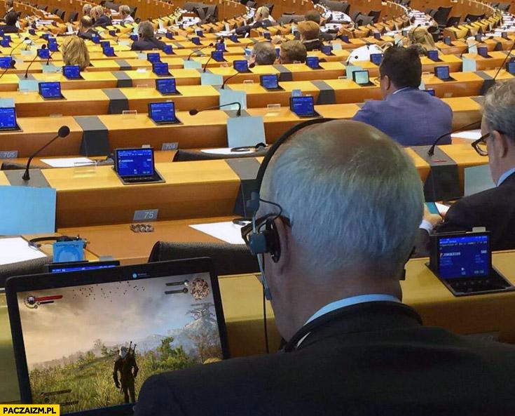 Korwin gra w Wiedźmina w Europarlamencie