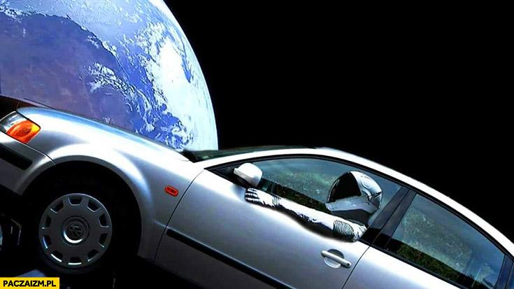Kosmonauta astronauta w Passacie na orbicie