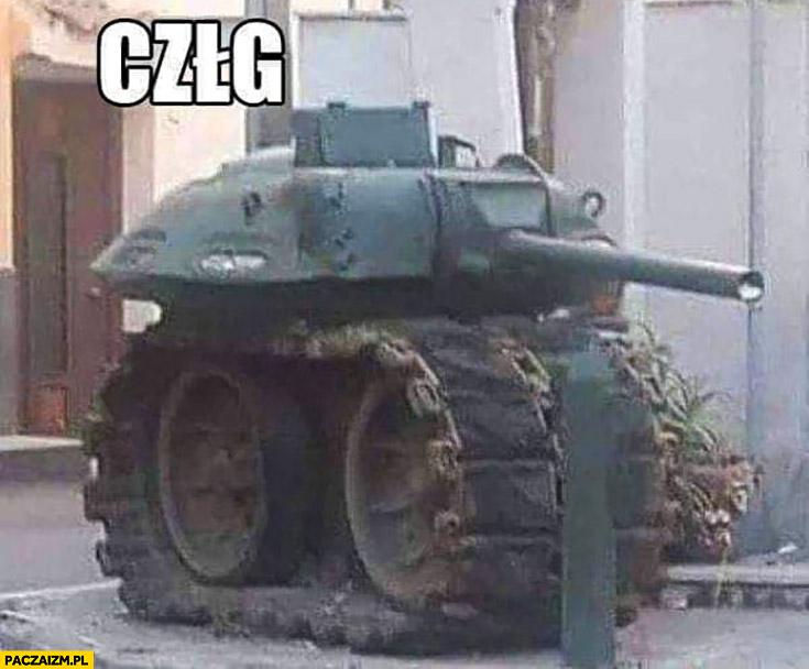 Krótki mały śmieszny czołg człg