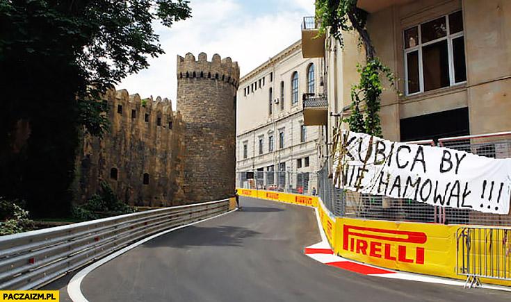 Kubica by nie hamował napis banner na zakręcie formuła 1