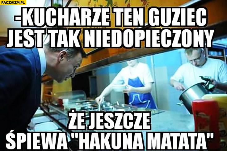 Kucharze, ten guziec jest tak niedopieczony, że jeszcze śpiewa Hakuna Matata. Andrzej Duda