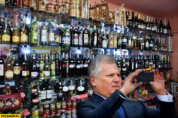 Kwaśniewski selfie fotka w monopolowym