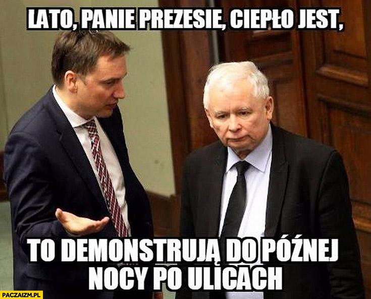 Lato panie prezesie, ciepło jest to demonstrują do późnej nocy po ulicach Ziobro Kaczyński