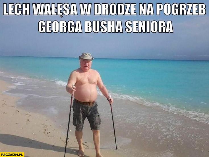 Lech Wałęsa w drodze na pogrzeb George'a Busha seniora na plaży z kijkami nordic walkingu