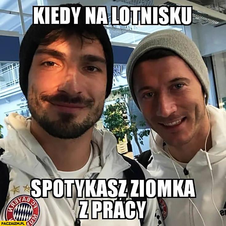 Lewandowski kiedy na lotnisku spotykasz ziomka z pracy Bayern