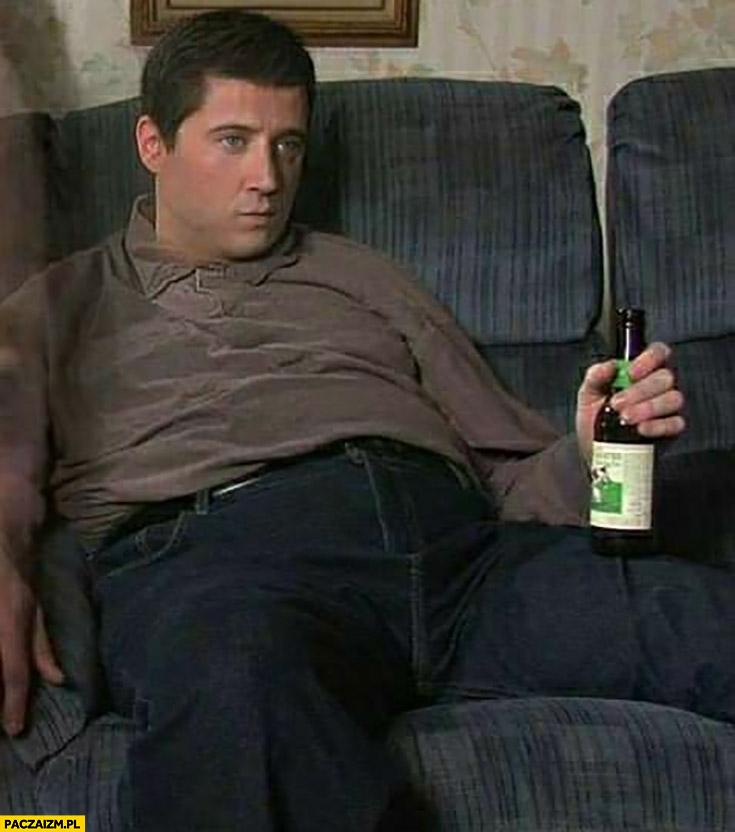 Lewandowski siedzi z piwem załamany przeróbka faceapp